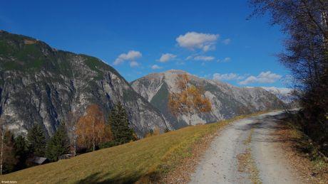 Auf dem Weg hinauf zum Venet (Zams, Tirol_Austria)