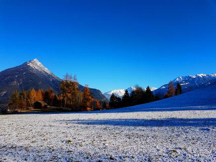 Blick zurück auf dem Weg nach Gunglgrün - Stadt Imst zum Tschirgant